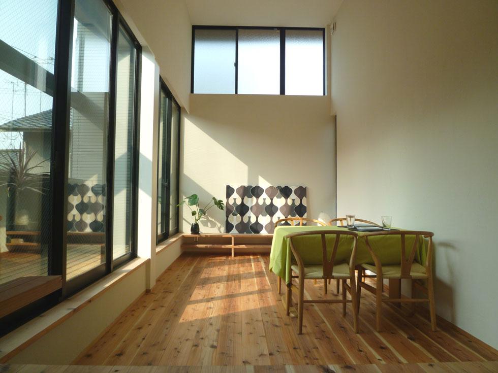 02狭小地域の家_リビング