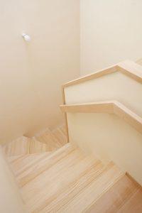 03やすらぎの家_階段
