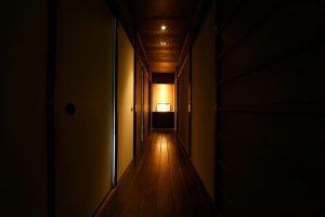 04清水五条の家_廊下