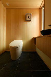 06中庭のある家_トイレ