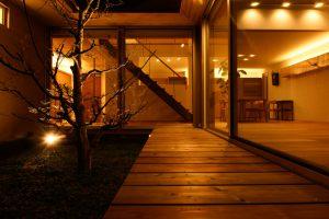 06中庭のある家_夜景