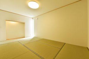 10地形を活かした家_和室