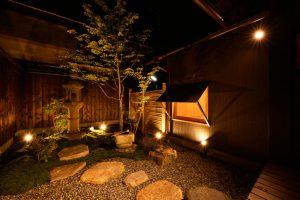 13聚楽第の家_中庭夜景